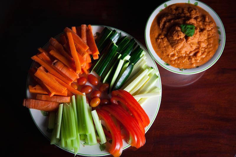 Croquants de legumes et hummus de patates douces